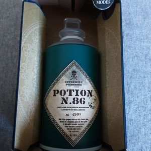 BNIB HARRY POTTER LIGHT UP POTION BOTTLE